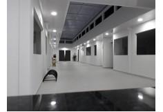 Contamos con una infraestructura adecuada para estudiar. Nuestra sede propia cuenta con 8 aulas, auditorio, sala de informática